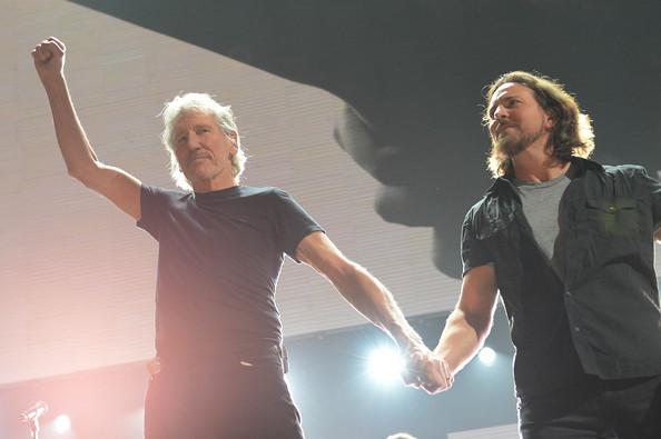 Eddie+Vedder+12+12+12+Concert+Benefiting+Robin+diMVTv-1upnl